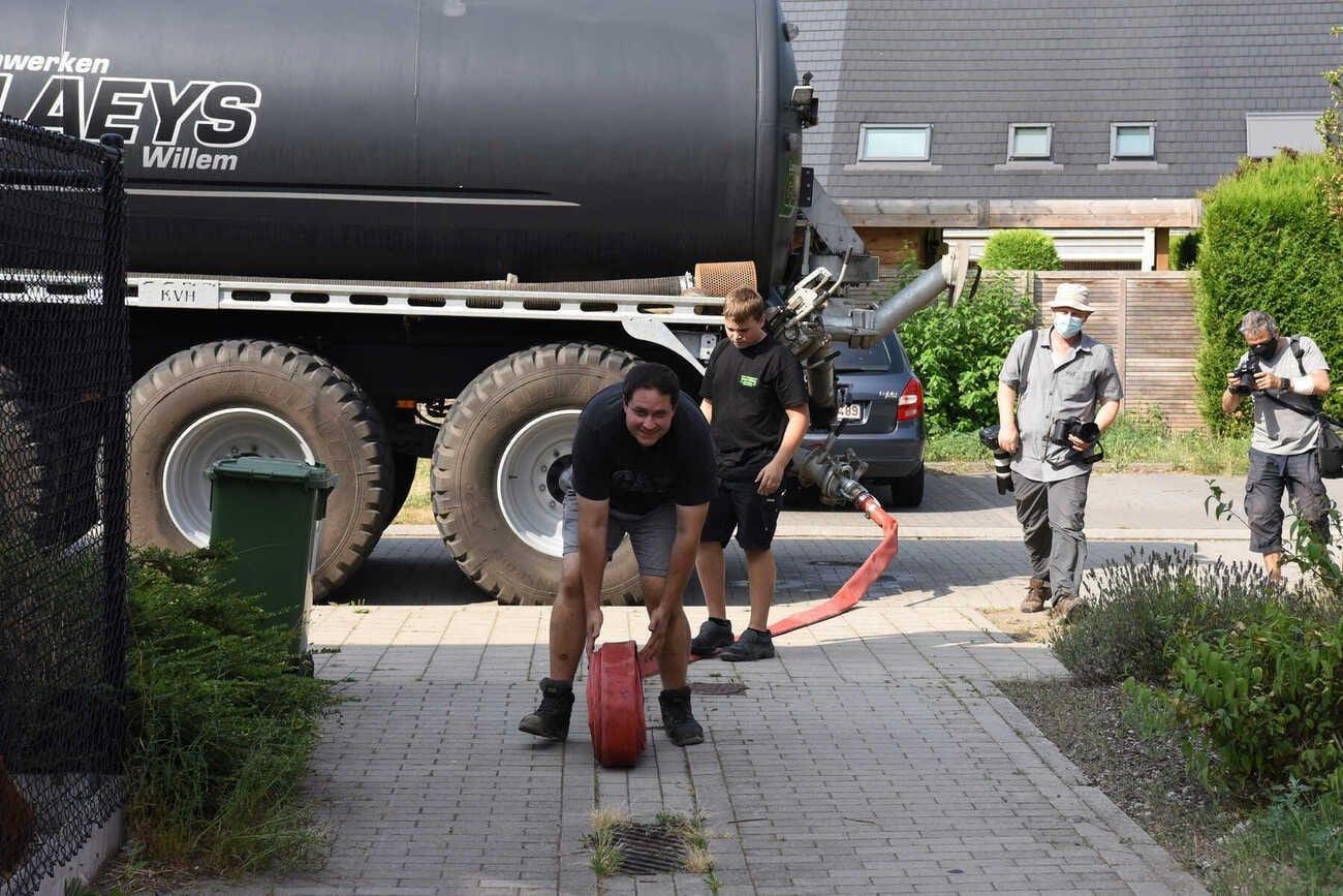 Durabrik en Gents MilieuFront schenken werfwater aan buurtbewoners in Wondelgem