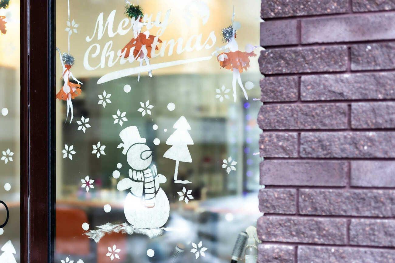 Knutseltip: kerstige raamtekeningen maken